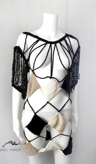 Артистична декоративна блуза плетена на 1 кука