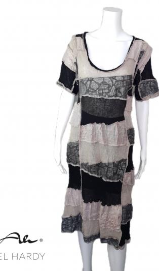 Уникална рокля пачуарк с бродиран ленен плат