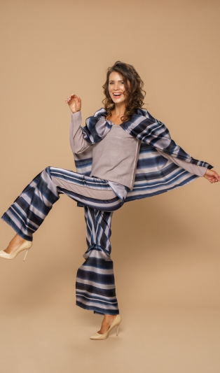 Много функционален комплект от блуза  и панталон