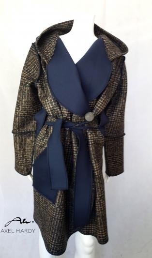 Неопреново топло манто в модно каре