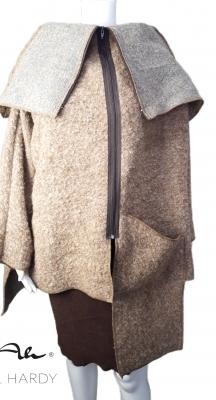 Стилно топло манто в модерен карамелен цвят