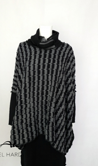 Poncho striped knits
