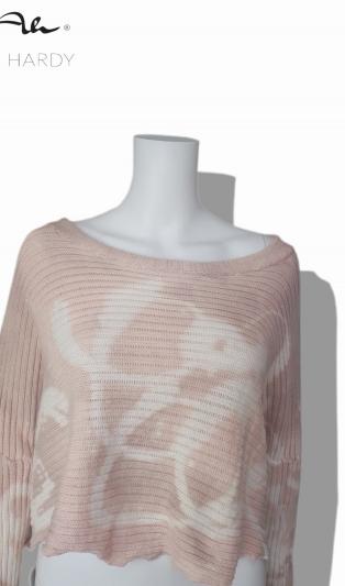 Къс пролетен пуловер в нежно розово с цветни ефекти
