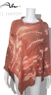 Батик пролетен пуловер тип пончо в нежно розово с цветни ефекти в много нестандартна кройка