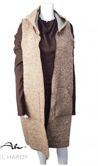 Топъл  елек  с качулка от карамелено букле