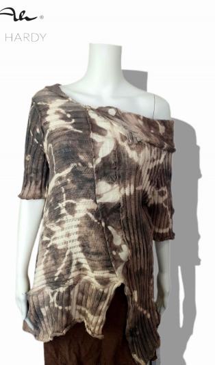 Емблематичната Тео блуза скален батик