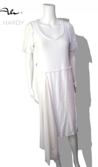 Лятна асиметрична  рокля в стилно бяло