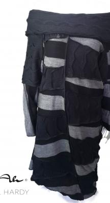 Стилна рокля с качулка/яка в стилно черно/сиво райе и пачуарк