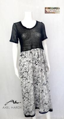 Въздушно лека рокля в черно и бяло