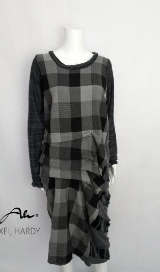 Емблематичната рокля Лаура  в каре