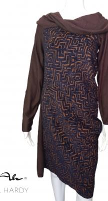 Стилна двулицева рокля в перфектна цветна комбинация