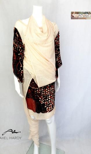 Много функционален комплект от блуза и пола .Виж в снимки вариантите НЕ Е НАЛИЧЕН