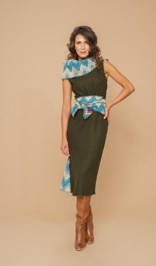 Зимна топла двулицева рокля с обемна яка и ленти за оформяне на перфектен силует