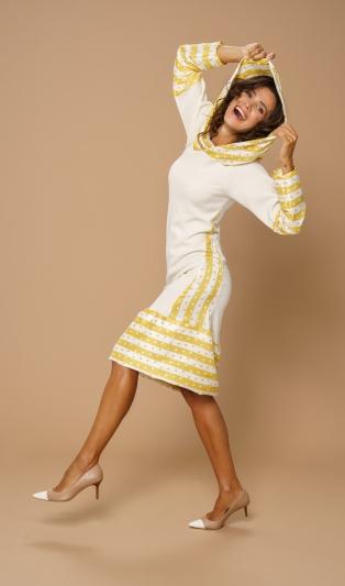 Стилна рокля в свежа цветна комбинация