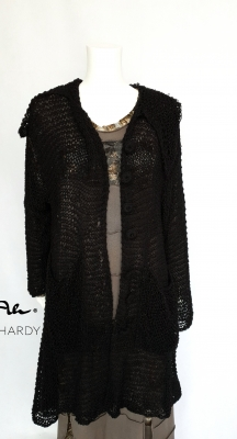 Ръчно плетена черна луксозна жилетка