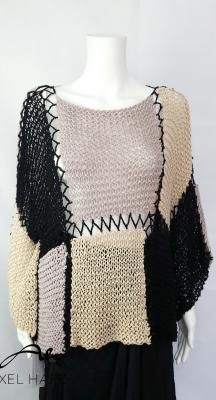 Емблематична ръчно плетена блуза