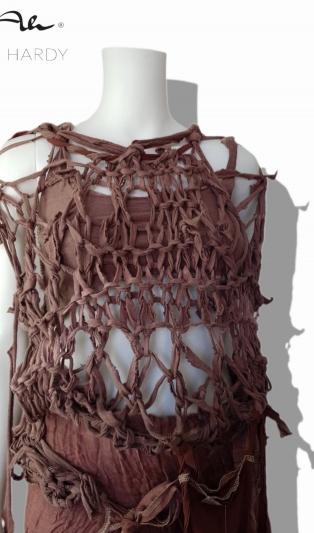Авангардна ръчно плетена и багрена рокля